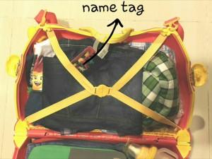 Name tag dibagian penyimpanan yang dilengkapi dengan tali penahan